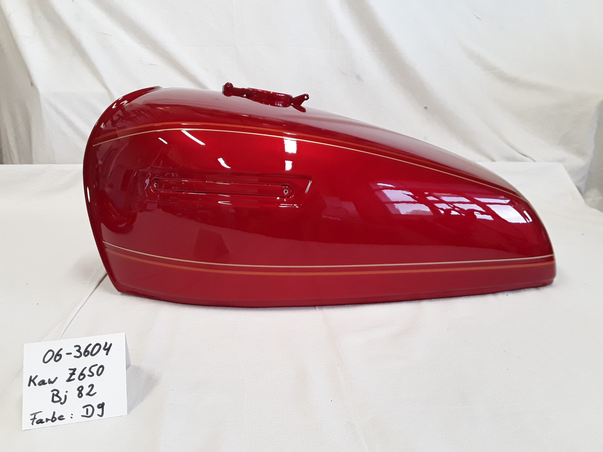 Kawasaki Z650 '82 in luminous passion red D9 RH-Lacke Lackiererei Motorradlackierung 06-3604
