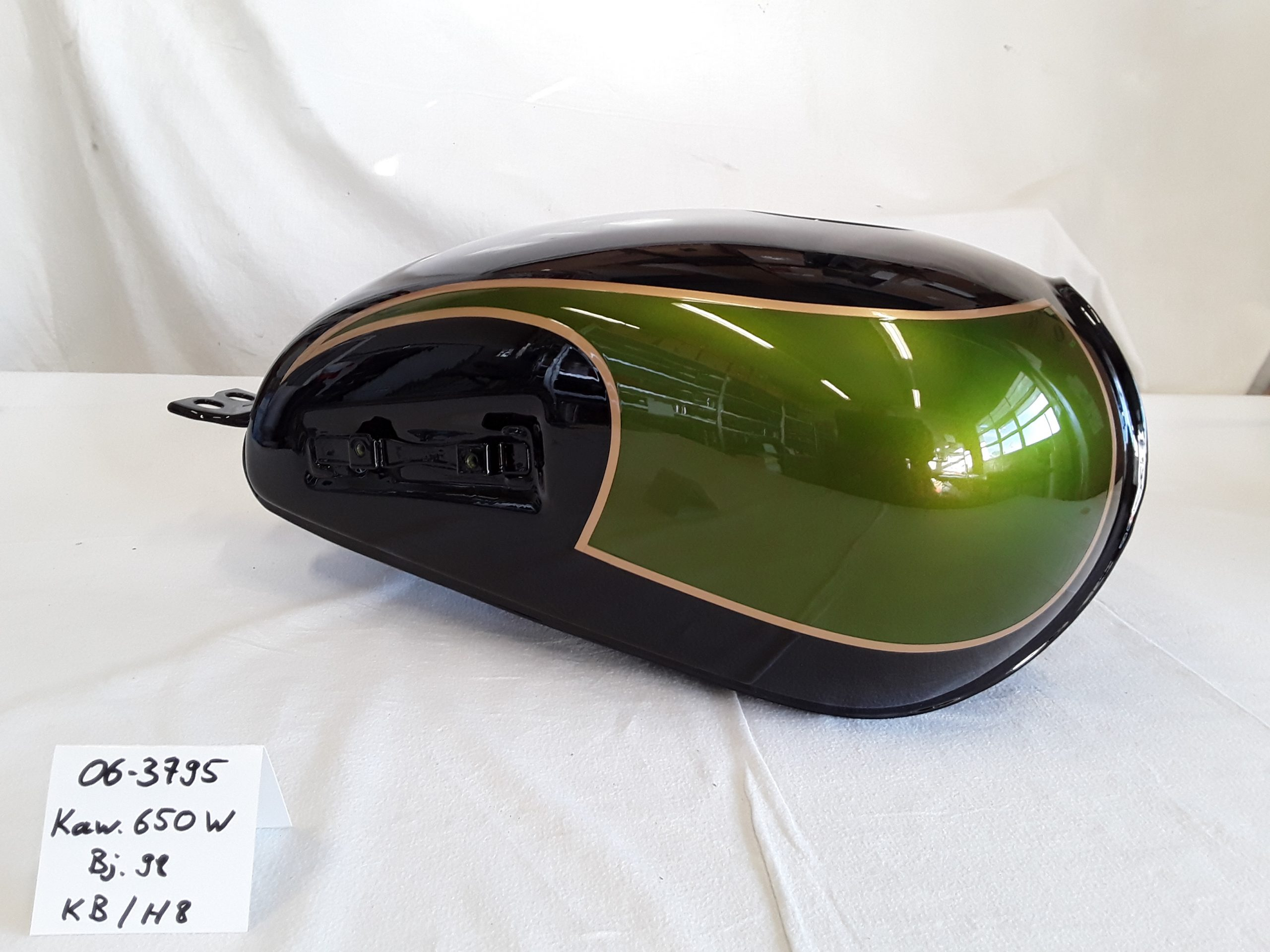 Kawasaki W650 Bj.1998 in candy jade green/KB und ebony /H8 RH-Lacke Lackiererei Motorradlackierung