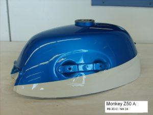 Honda Monkey Z50A in PB3C-C candy saphire blue NH-24 ceramic white RH-Lacke Lackiererei Motorradlackierung